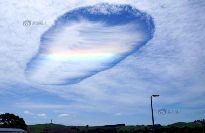 澳大利亚惊现云洞 如另一个世界打开大门